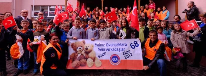 Yalnız Oyuncaklar Yeni Arkadaşlarıyla 68.kez Sinop'ta buluştu.